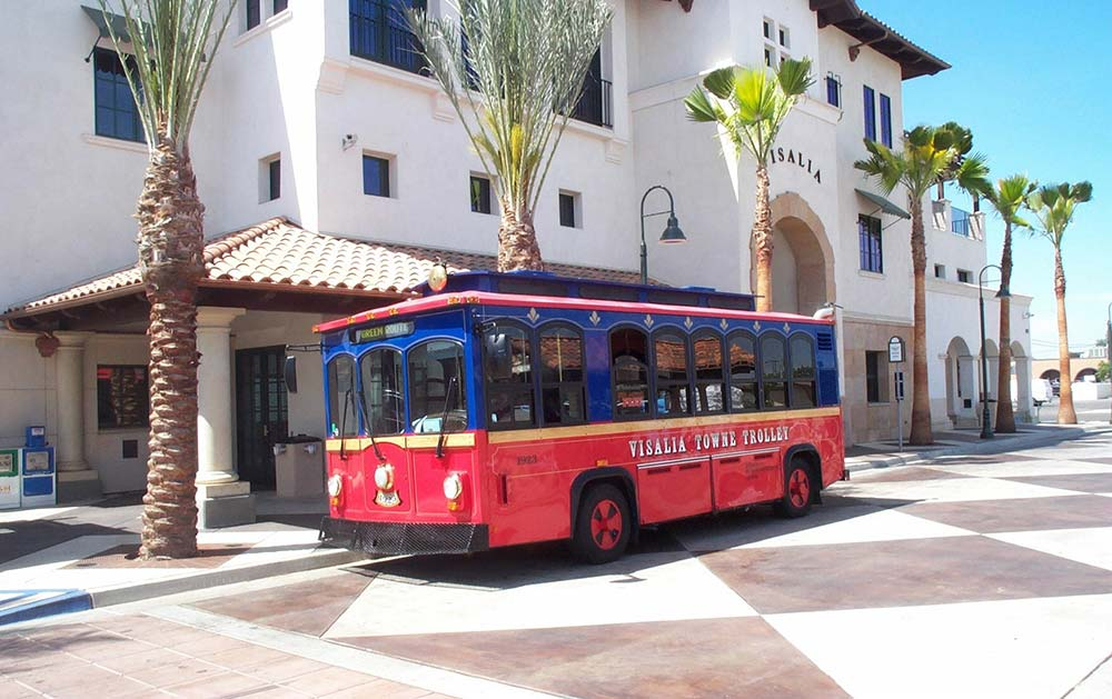 oak-run-visalia-downtown-trolly